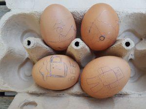 Hagyomány + innováció: Rotringból tojásfestő íróka