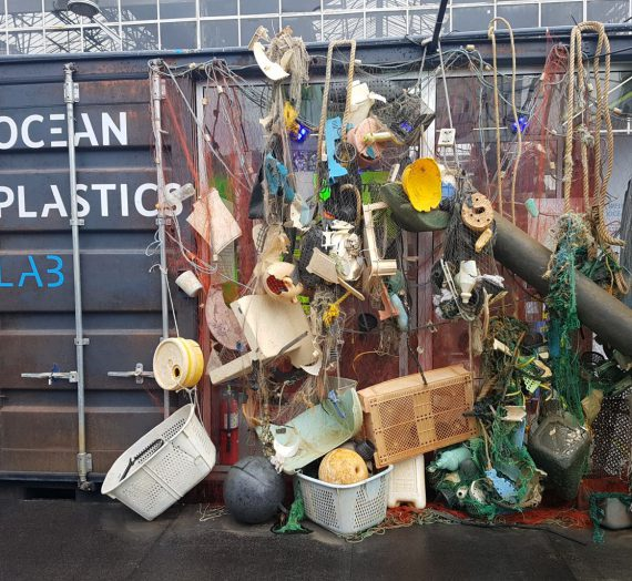 Ocean Plastics Lab – az utazó  szemétkiállítás