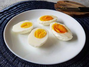 Miért sárgább a házi tojás?
